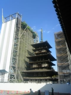 東塔の大修理。